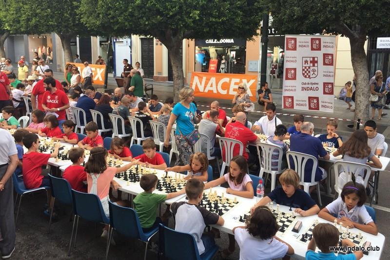 El V Circuito Almeriense de Ajedrez Nacex empieza con el Torneo de Feria en la calle